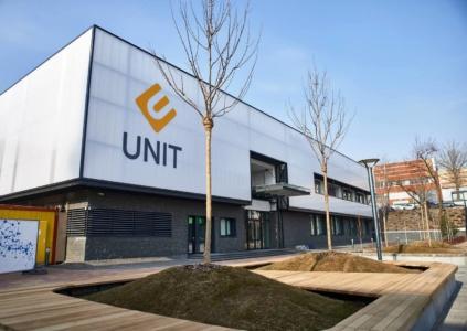 Школа программирования UNIT Factory, в которой украинцев бесплатно обучали IT, закрывается из-за неблагоприятной экономической ситуации