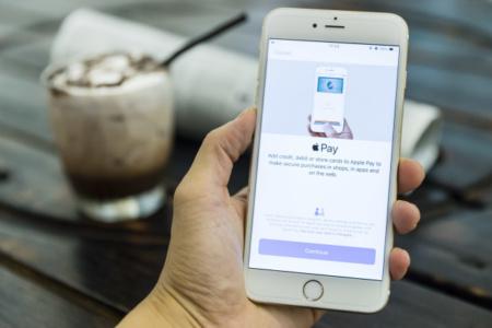 Официально: Еврокомиссия взялась за Apple — ее интересует не только App Store, но и Apple Pay