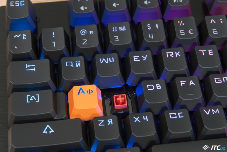 Обзор игровой механической клавиатуры Bloody B820R