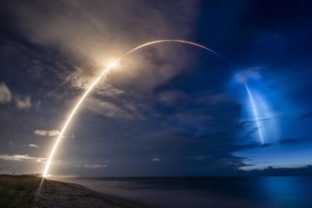 В ожидании рекорда. Ракета SpaceX Falcon 9 впервые подвезла на орбиту «попутчиков» вместе с девятой партией спутников Starlink