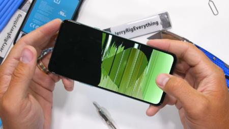 Смартфон OnePlus Nord не пережил тесты на прочность JerryRigEverything