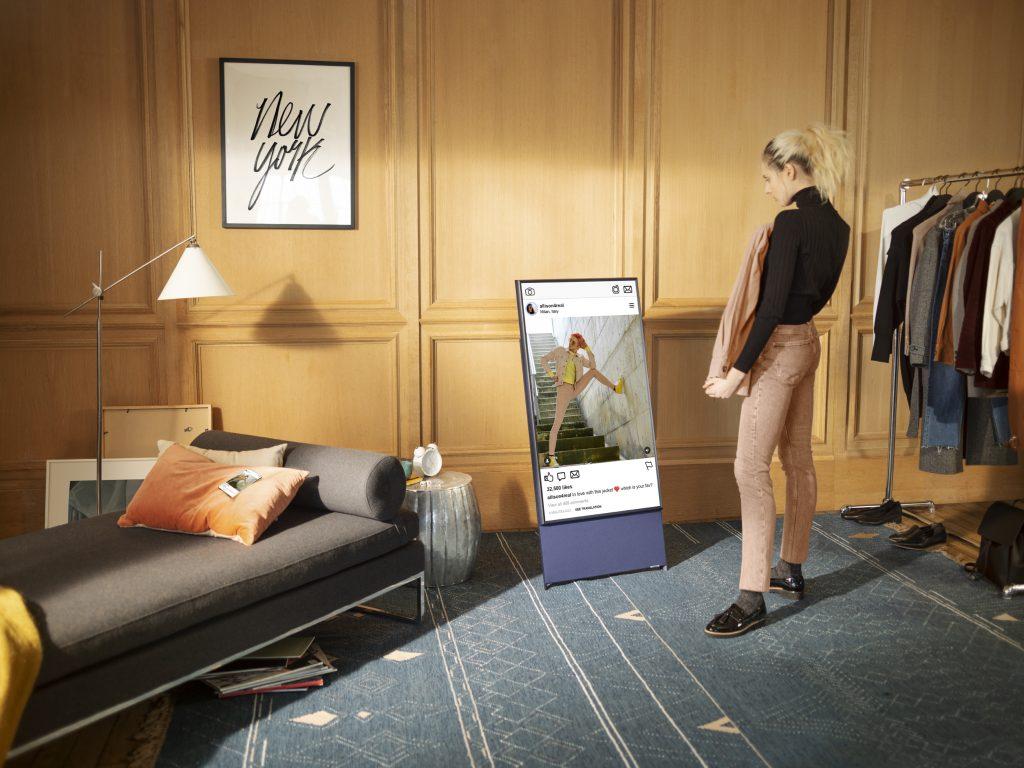 Будущее за поворотными телевизорами?