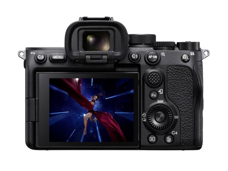 Беззеркальная камера Sony A7S Mark III с прицелом на видеосъёмку при цене $3500 ограничена 12-Мп сенсором и 4K-видео