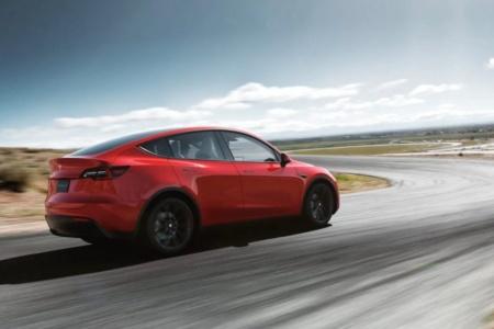Tesla передумала выпускать Model Y за $39 тыс. — вместо нее выйдет Long Range RWD за $45 тыс., а версия Long Range теперь стоит дешевле $50 тыс.