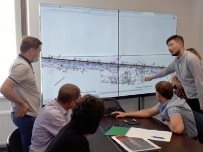 КГГА обсудила с велоактивистами веломагистраль вдоль Набережного шоссе, в проект добавят пандусы, лифт и более теплое освещение (но многие недовольны)