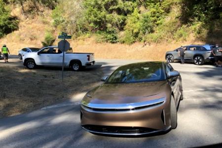 Шпионы сняли электрический седан Lucid Air и неназванный кроссовер бренда без камуфляжа перед сентябрьской презентацией