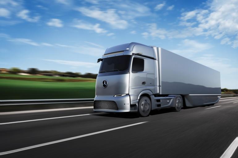 Mercedes-Benz показал водородный электрогрузовик GenH2 (1000 км) и пару батарейных электрогрузовиков eActros (200 км) и eActros LongHaul (500 км)
