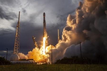 Видео дня: взлет и посадка Falcon 9, летавшей на полярную орбиту с восточного побережья в рамках миссии SAOCOM-1B