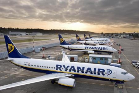 Ryanair отменил штраф за перебронирование билетов до конца осени, но с оговорками