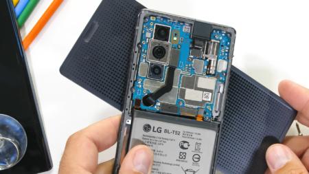 Зак Нельсон разобрал смартфон LG Wing и продемонстрировал вращающийся механизм