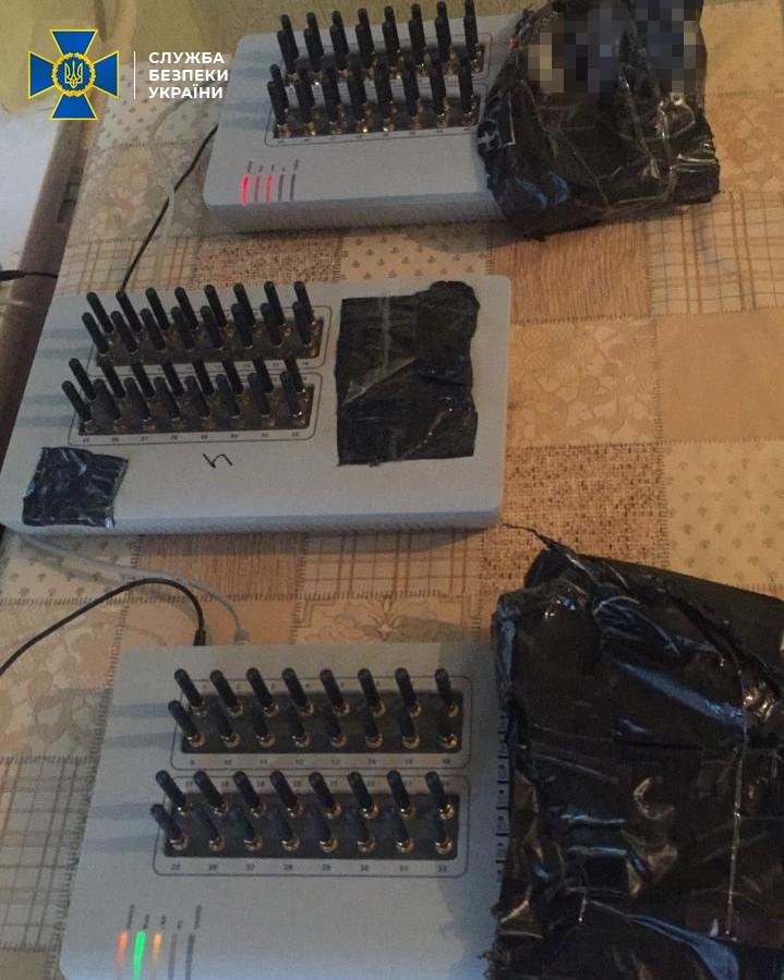 СБУ заблокировала российскую «ботоферму» с 8 тыс. SIM-карт, которая распространяла фейки перед выборами