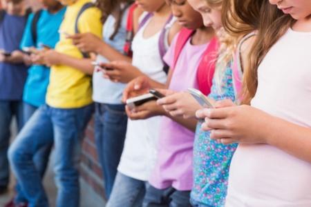 Депутат Гончаренко не оставляет попыток запретить свободное использование смартфонов в школах, продолжая регистрировать в Раде законопроекты