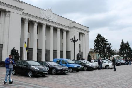 Укравтопром рассказал, сколько всего электромобилей в Украине (23,3 тыс.) и назвал Топ-10 самых популярных моделей [инфографика]