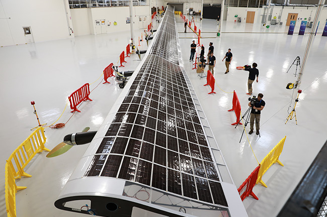 Electric aircraft powered by solar batteries Alphabet and SoftBank began to distribute LTE communication