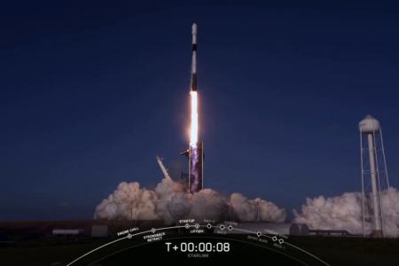 SpaceX вывела на орбиту еще 60 спутников Starlink (их стало 833). Она (снова) в шестой раз запустила и посадила одну и ту же ступень Falcon 9, а также в третий раз использовала обе створки обтекателя (и поймала их)