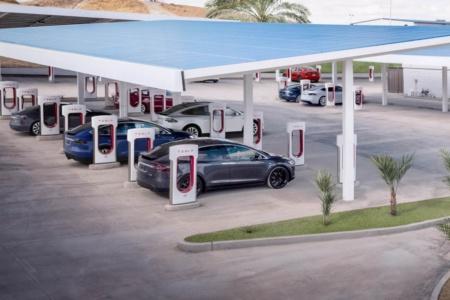 Зарядные станции Tesla Supercharger в Украине теперь ожидаются не раньше 2022 года
