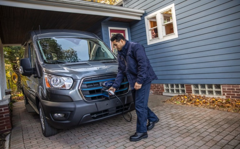 Ford анонсировала электрический фургон E-Transit: запас хода 200 км, цена менее $45 тыс.