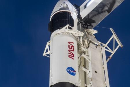 Ракета Falcon 9 и корабль Crew Dragon (Crew-1) на стартовой площадке перед грядущим запуском [Таймлапс-видео]