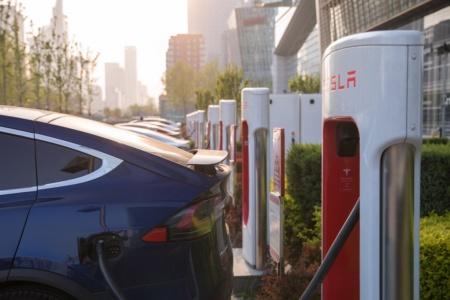 Число станций быстрой зарядки Tesla Supercharger превысило 20 тыс.