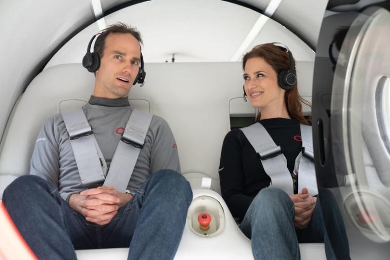 Virgin Hyperloop провела первую тестовую поездку с пассажирами в капсуле