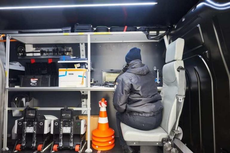 Нацполиция получила первые 30 мобильных станций техосмотра, которые смогут проверять техсостояние автомобилей прямо на дороге (тонировку, фары, выхлоп, протектор и т.д.)