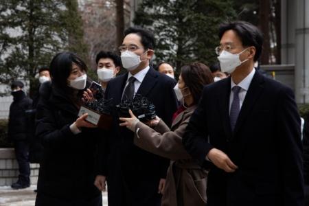 Наследника Samsung отправили в тюрьму на 2,5 года по обвинению во взяточничестве