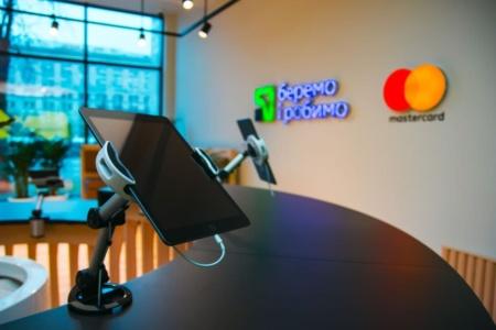 ПриватБанк і Mastercard відкрили Concept Store — перше в Україні повністю цифрове банківське відділення