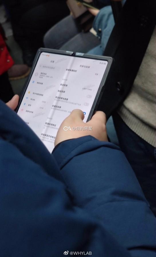 На шпионских фотографиях засветился очередной прототип складного смартфона Xiaomi