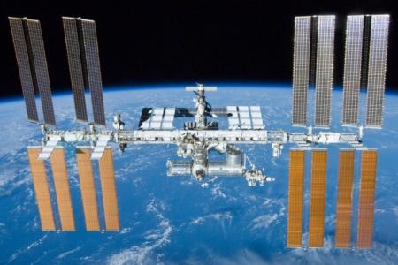 Из-за переноса запуска грузовика «Прогресс МС-16» российский экипаж МКС столкнулся с нехваткой провизии — едой любезно поделились американские астронавты