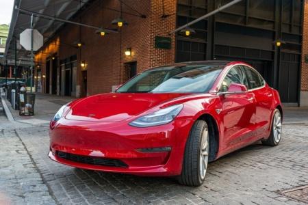 Tesla Model 3 — по-прежнему самый продаваемый электромобиль в мире. В 2020 году он разошелся тиражом более 365 тыс. штук — почти на 250 тыс. больше, чем ближайший соперник