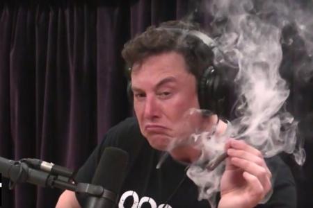 Илон Маск рассказал Джо Рогану, что хочет сделать новый Tesla Roadster «летающим» и выпустить электрический микроавтобус со съемной солнечной крышей на случай конца света