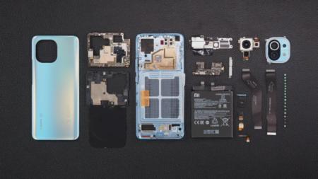 Xiaomi показала процесс разборки Mi 11, а также смартфон прошел испытание на прочность у JerryRigEverything