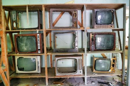 «Інтернет вперше обійшов ТБ»: В якості джерела інформації більшість українців (51%) надає перевагу iнтернету, далі йде ТБ (44%) та радіо і преса (2%)