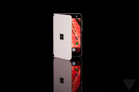 Двухэкранный Android-смартфон Microsoft Surface Duo подешевел до $999, на следующей неделе новинка выходит в Европе
