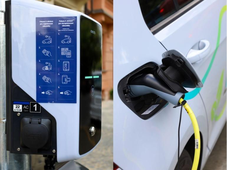 В Праге начали устанавливать специальные уличные фонари с интегрированной зарядкой для электромобилей (до 6000 штук в ближайшие 6 лет)