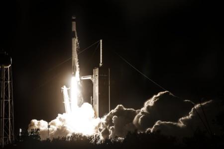 Обновлено: SpaceX впервые повторно использовала первую ступень Falcon 9 и корабль Crew Dragon для отправки астронавтов к МКС
