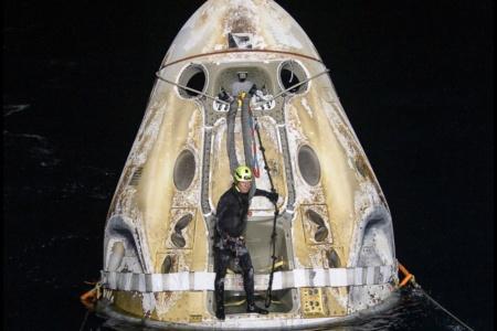 SpaceX успешно вернула с МКС на Землю астронавтов первой регулярной миссии Crew-1