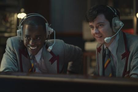 Первые кадры из третьего сезона Sex Education — сериал вернется на Netflix 17 сентября